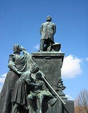 180px-Saint-Di%C3%A9-des-Vosges-Statue_de_Jules_Ferry.jpg